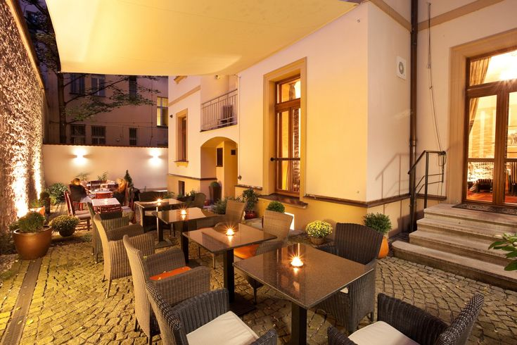 i Café Lounge - Prague 5, Ujeztd  (weekends from 9)