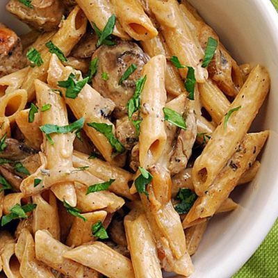 I must try this recipe! I had a creamy chicken marsala pasta dish a while back at a restaurant. It was my first time ... and it was delicious!! <3 Creamy Chicken Marsala Pasta: The creamy Marsala sauce with caramelized mushrooms and onions really make it even more comforting.