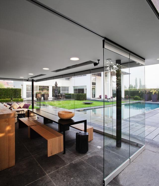 Lineos ontwerpbureau zwembad met poolhouse hoog for Tuin inspiratie modern