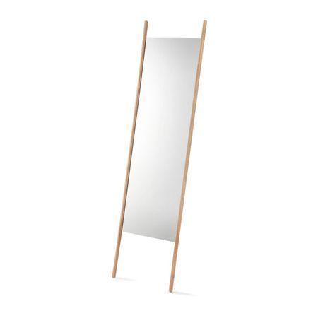 Georg mirror de Skagerak es un espejo de lineas simples y puras. El uso de roble natural para el sencillo marco le da ese toque escandinavo.