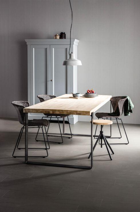 Deze robuuste tafel past door zijn basic look bij verschillende woonstijlen.