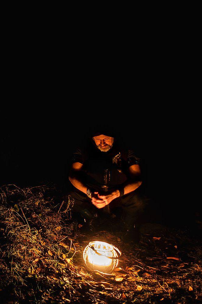 Höstbild på J.B Silfversparre nattetid ute i skogen med lykta. (Fantasy, Forest, Writer, Light, Night)
