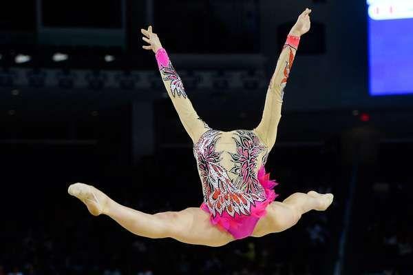 Atletas da ginástica rítmica se apresentaram nesta sexta-feira no Toronto Coliseum nos Jogos Pan-Americanos 2015. As brasileiras Natália Gaudio e Angélica Kvieczynski competiram na prova individual