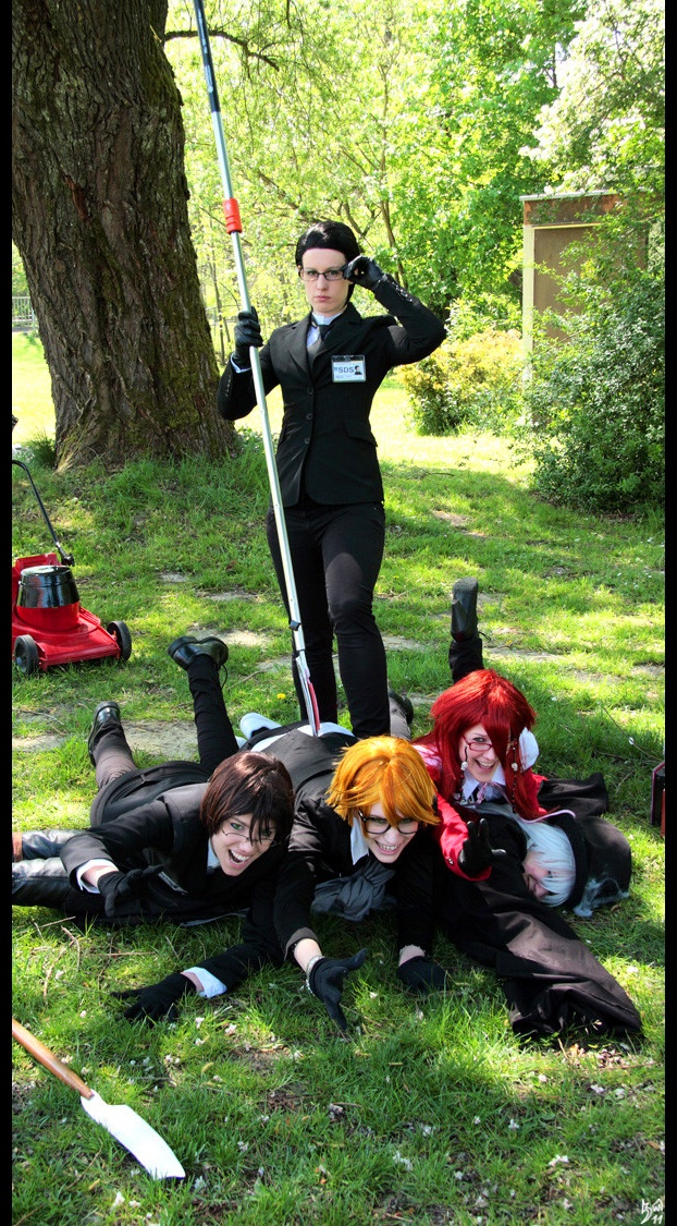 I don't usually post cosplay stuff, but I absolutely love how much fun they're having here. The expression on their faces makes the photo truly amazing! :)