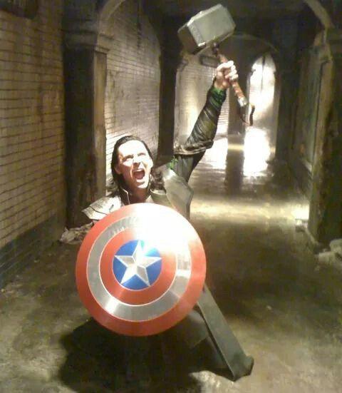 Perchè travestirsi da un solo avengers ad #Halloween? #IWantItAll #LokiRules