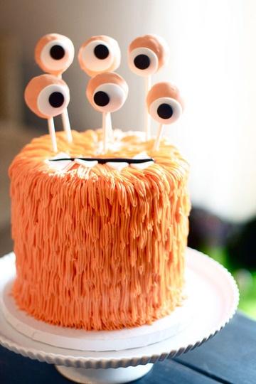 Gâteau d'anniversaire monstre pour enfants rêveurs.