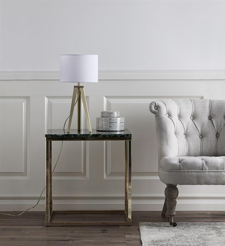 Vackra bordlampan Fiori från Markslöjd. Fiori är en stilren lampa med fötter i mässing och vit textilskärm.