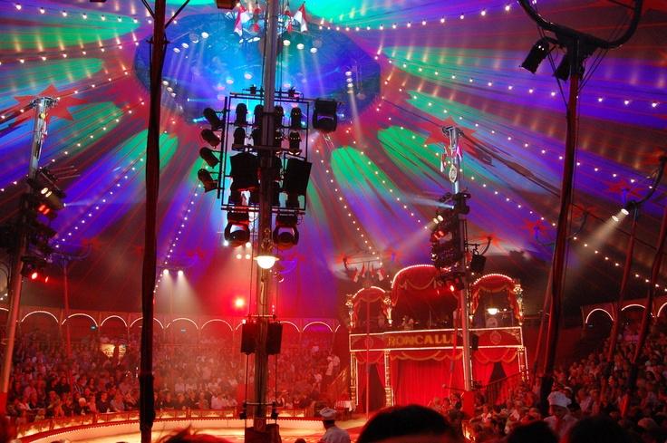 Roncalli Christmas Circus At Tempodrom Berlin Circus Art Circus Imagine
