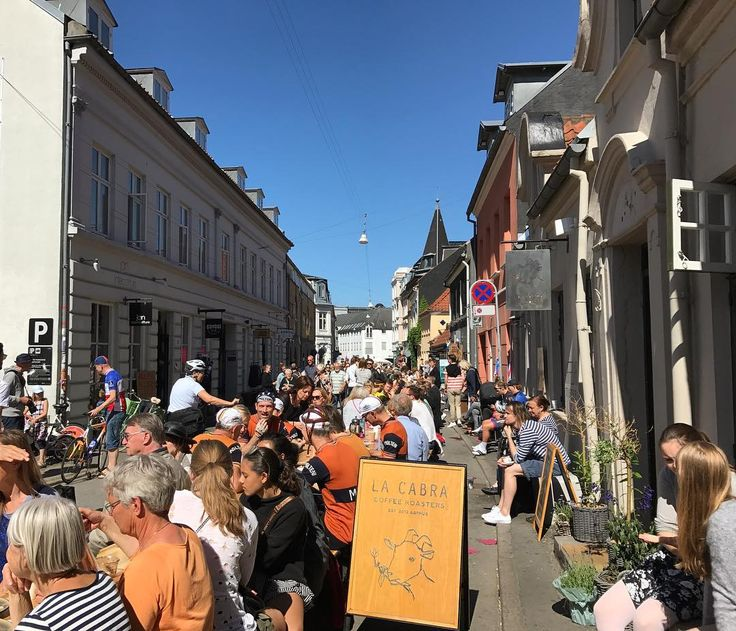 Capturing a moment at the yearly Latiner Festival in Aarhus where all the shops move out on the streets and everyone enjoy the local atmosphere. What a happy day and full sunshine #danishadventurer