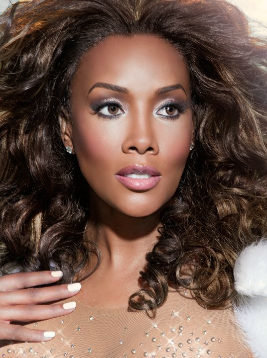 Vivica Fox. i,Ve always thought she was a beautiful woman all through her time. Glamorous shot. Love it.