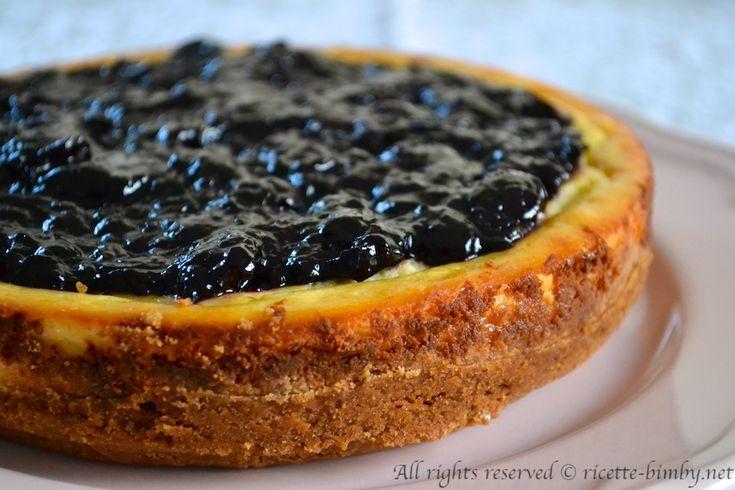 La cheesecake alla ricotta è una variante più delicata del classico dolce americano, che prevede l'uso del formaggio spalmabile. Scopri la ricetta bimby.