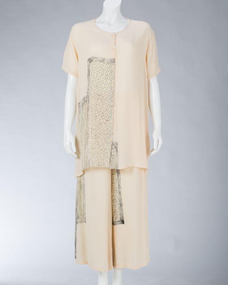 Ladies tops long sleeved collarless #WomenSkirt #Dress #SummerFashion #Animale #WomenWear #WomenFashion #MotifClothes #LightClothes