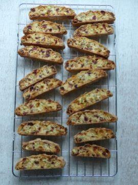 Biscotti/cantuccini met Cranberry. De geur van vers gebakken koekjes, daar kan echt niks tegen op!