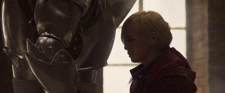 Warner Bros Japan a mis en ligne avant-hier un tout premier teaser pour le film live de Full Metal Alchemist. Pour le moment nous ne savons pas grand-chose du film mais on suppose qu'il va reprendre le début de la saga. Une chose est sûre : Cette adaptation est attendue pour l'hiver prochain uniquement au Japon pour le moment. Mais vu que c'est la Warner qui distribue, il y a de fortes chances qu'il débarque chez nous soit au cinéma soit directement en Blu-ray. En tout cas ça à l'air…