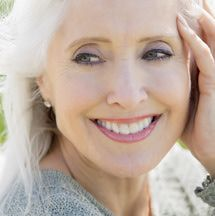 Here I compile my best eye makeup tips for older women. Find out how to apply makeup, what to avoid and the secret to longer-lasting color.