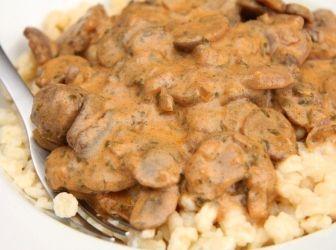 Gombapaprikás recept nokedlivel: Kiváló magyar klasszikus. Nagyon egyszerű elkészíteni és egyszerűen mennyei az íze. Ez a gombapaprikás nokedlivel! :) http://aprosef.hu/gombapaprikas_recept_nokedlivel