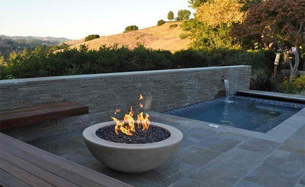 15 Dramatic Modern Pool Areas with Fire Pits #modernpoolarea