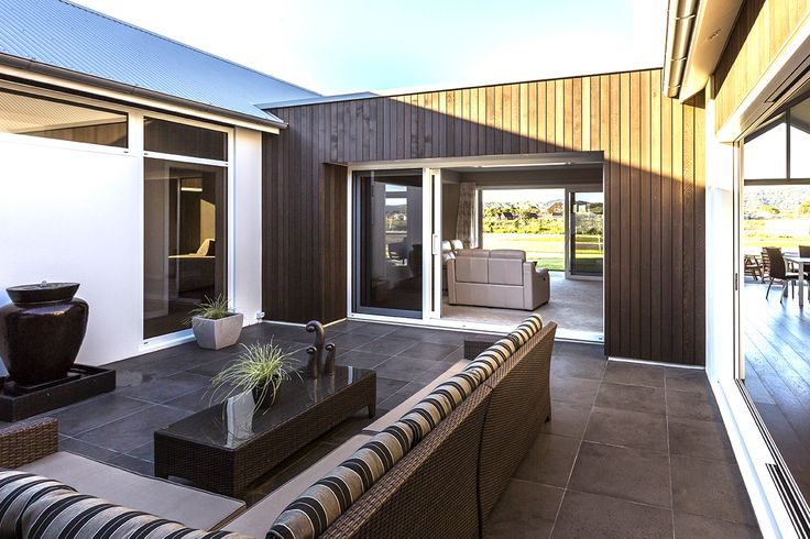 A relaxing entertaining outdoor designed by Aaron Guerin from LAD #ADNZ #architecture #entertainingoutdoor