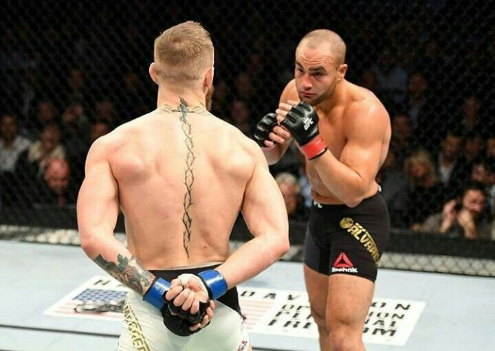 UFC lightweight and featherweight Champion Conor McGregor made MMA veteran Eddie Alvarez look completely silly at their UFC 205 fight at Madison Square Garden.  https://www.imzy.com/everything_mma