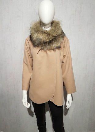 À vendre sur #vintedfrance ! http://www.vinted.fr/mode-femmes/manteaux-dhiver/27488919-cape-poncho-col-montant-avec-col-fourrure-avec-manches-34-beige-clair