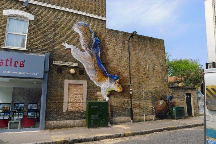 Граффитчики-анималисты из Лондона Irony & Boe  -   Graffiti of animals from London Irony & Boe  Творческий дуэт, который называет себя Irony & Boe, создаёт гигантские изображения животных на улицах Лондона. При этом художники-анималисты делают своё дело так профессионально и красиво, ч�