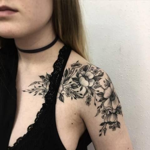 Artista ucraniana transforma arranjos de flores em tatuagens incríveis | Virgula