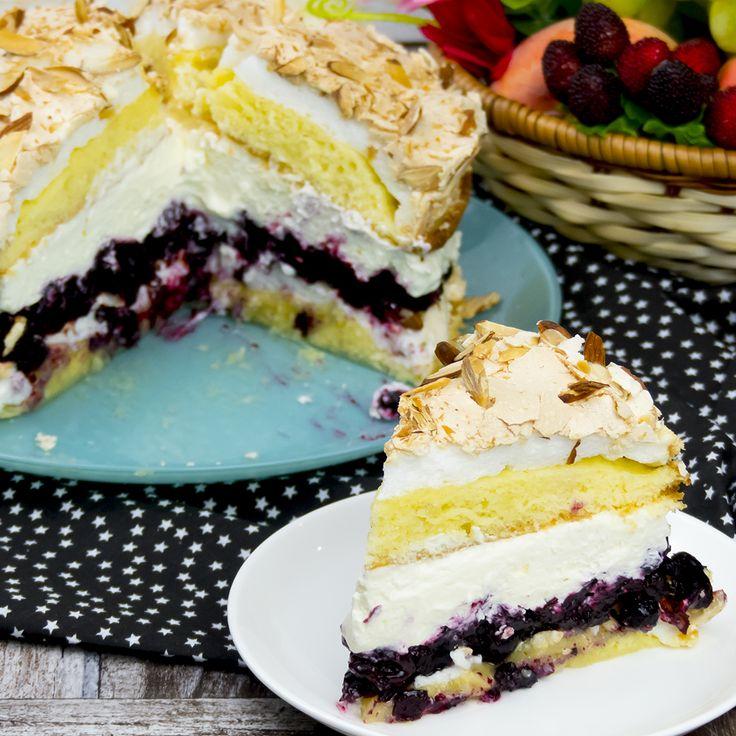 Acest tort este o adevărată operă culinară, nu doar pentru că are un aspect fabulos, dar și pentru că savoarea sa o dată gustată nu o veți putea uita nicicând. Are o textură aerată, moale