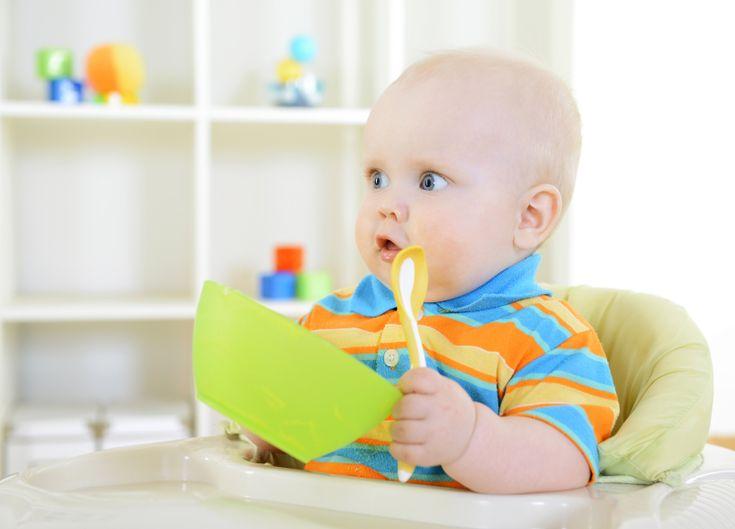 Il Ministero della salute pubblica in un documento le raccomandazioni per la corretta alimentazione del bambino dall'allattamento…