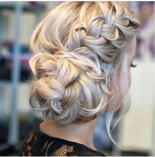 This looks like a cute easy hairstyle I can learn to do on my hair (: