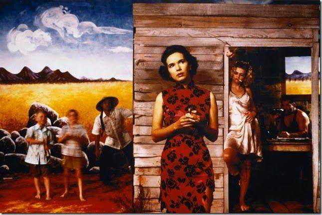 © Tracey Moffatt. Tracey Moffatt es una artista australiana (nacida en Brisbane en 1960, vive y trabaja en Nueva York) que utiliza la fotografía y el vídeo para recrear escenografías que aluden a referencias tanto literarias como cinematográficas. Realiza una obra de fuerte contenido autobiográfico que tiene en su punto de mira los estereotipos sociales y cuestiones como la raza, el género o la identidad sexual. Le interesa muy especialmente el rol de la mujer, la naturaleza violenta de sus…