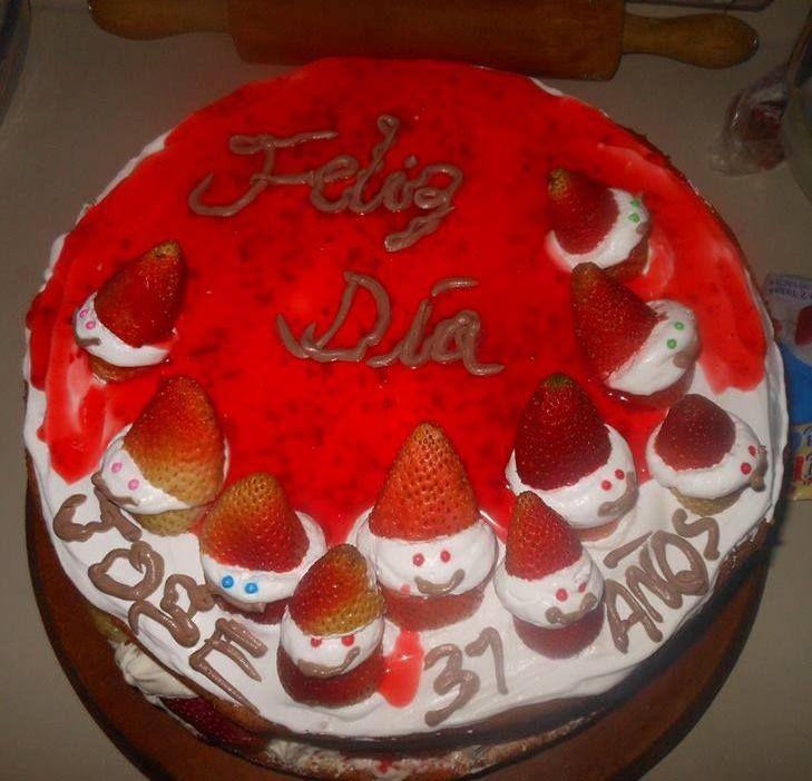 torta desnuda fria con  fresas