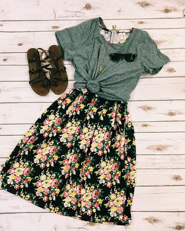 Here's a fab way to dress down an Amelia! And perfect for this heat wave!! #lularoe #lularoeamelia