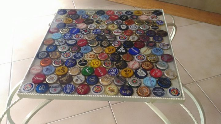 137 bottiglie di birra tappi a corona  tappi birra sotto resina Bottle Cap Table with Poured Resin Surface bottle cap craft