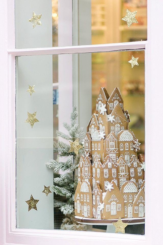 Peggy Porschen Cafe Schaufenster zur Weihnachtszeit mit Lebkuchenhaus - Munter mitgereist.... Weihnachten in London mit Christine Jütte Photography | Hochzeitsblog - The Little Wedding Corner