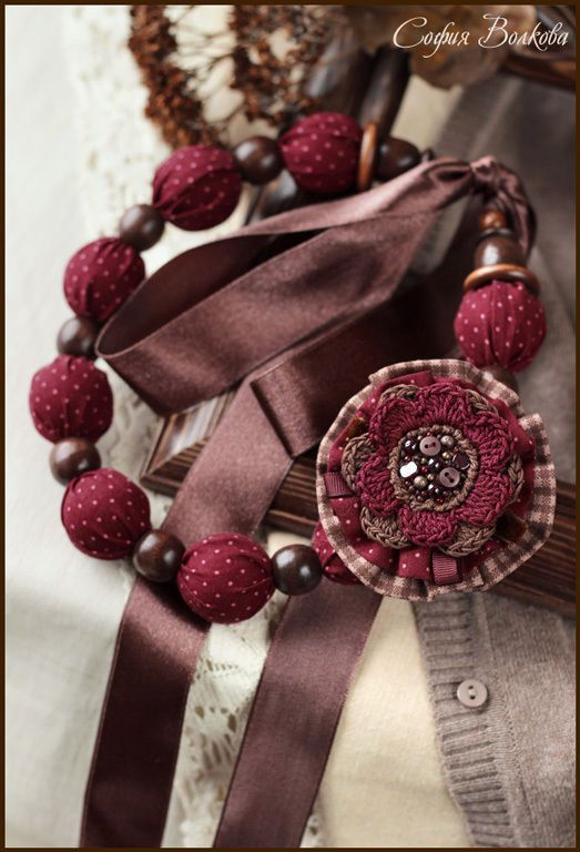 """Купить Комплект """"Вишня в шоколаде"""" - бордовый, текстильные бусы, текстильная брошь, брошь из ткани, бордо"""