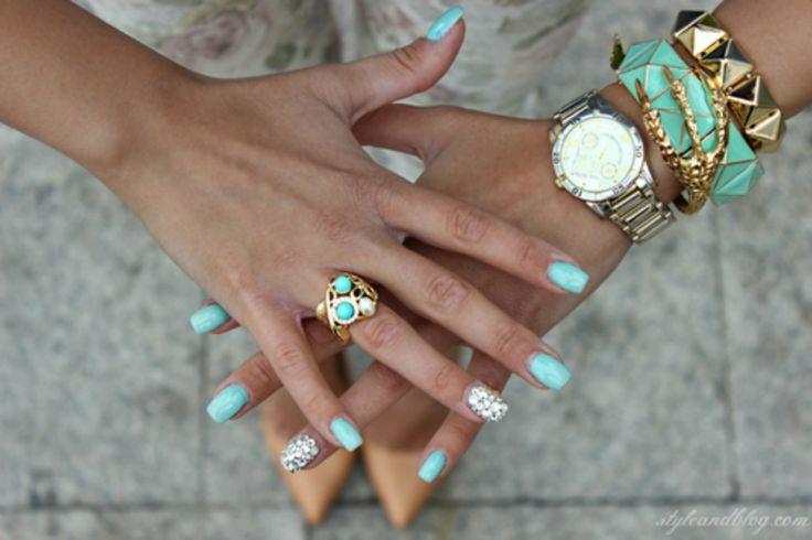 smalto azzurro colorato fashion blogger unghie perfette
