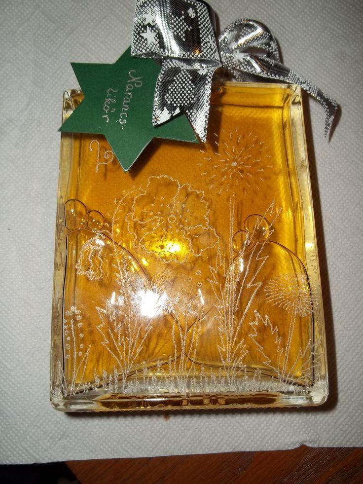 Karácsonyi narancslikőr gravírozott üvegben