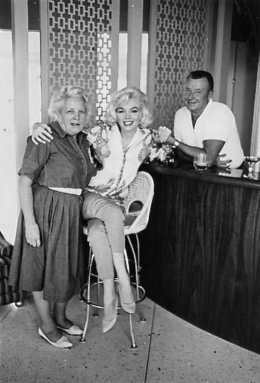 "Agnes Flanagan (MM'S hair stylist) Marilyn Monroe and Allan ""Whitey"" Snyder, her makeup man & close friend. Photo by George Barris, 1962."
