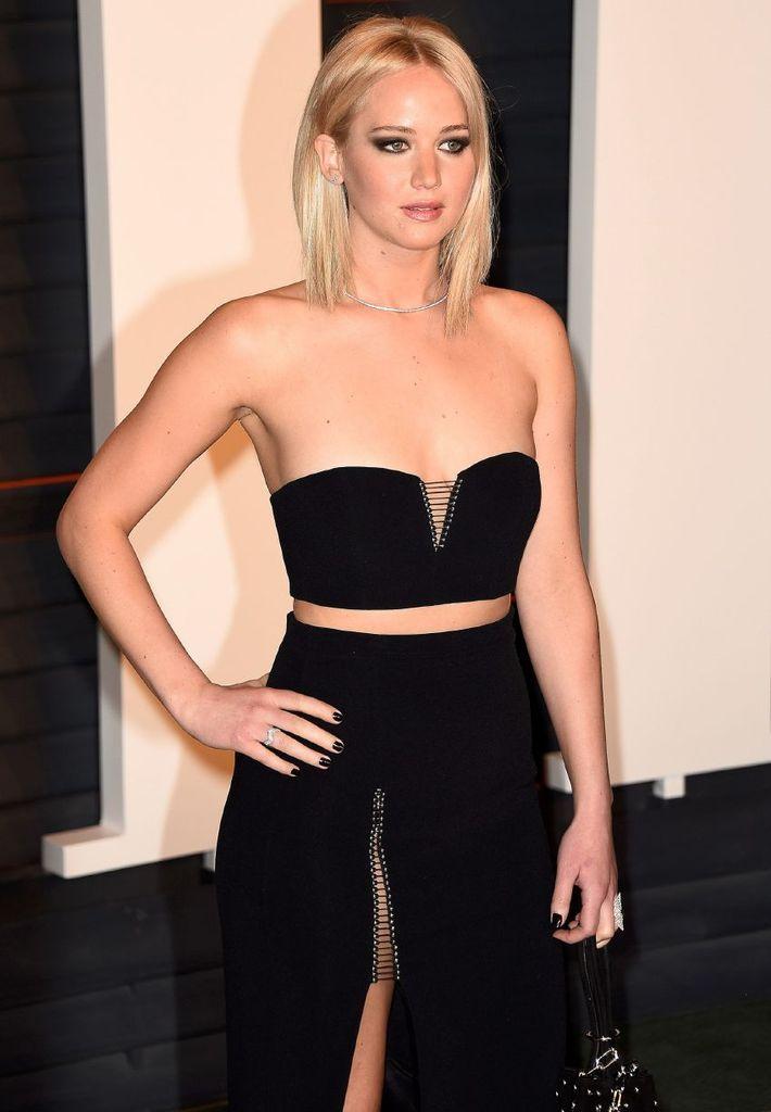 Jennifer Lawrence – 2016 Vanity Fair Oscar Party : Global Celebrtities (F) FunFunky.com