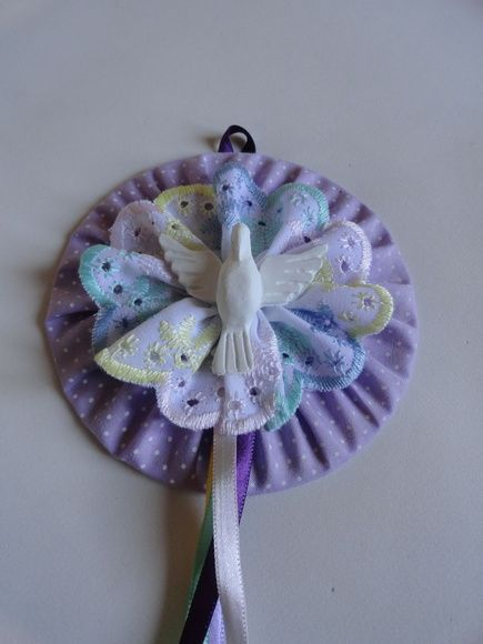Mandala (Divino Espírito Santo) confeccionada com CD reciclado, tecido, feltro e fitas de cetim.    Diametro: 12cm  Código do produto: 41A2E1 R$ 30,00