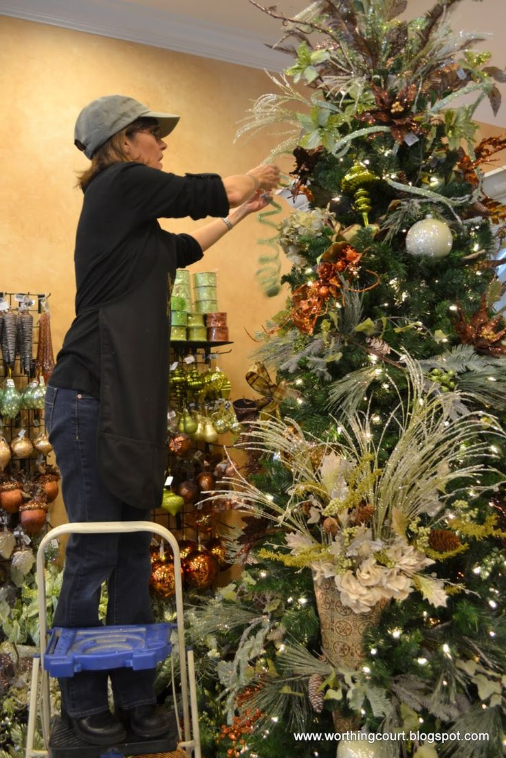 How To Professionally Decorate a Christmas Tree - Designer ...