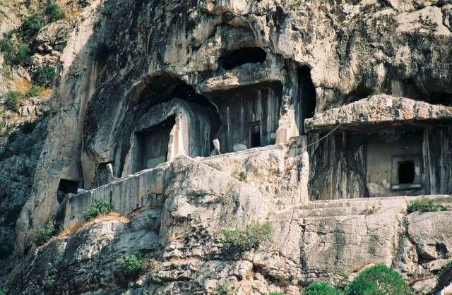1990 - Pontus krallarının mezarları
