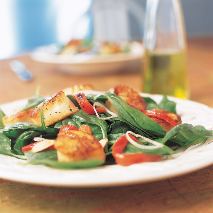 At their finest, warm spinach salads feature barely wilted, mineral-rich spinach in a balanced, flavorful dressing. Add sweet, meaty scallops and you've got an elegant light meal—if you can pull it off.