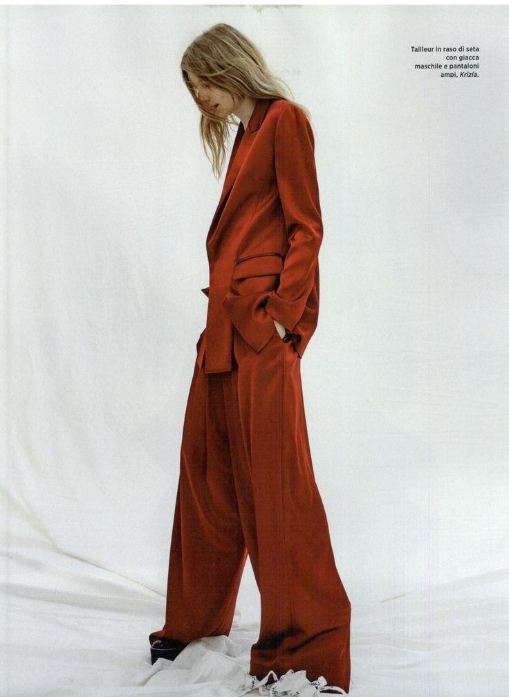 KRIZIA FALL WINTER 2016-17 @amicamagazine @nikpiras #amicamagazine #nikpiras #krizia_international #fallwinter #fallwinter2016 #autunnoinverno #collezioneautunnoinverno2016 #suit #pants #silk