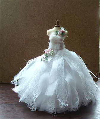 : Stunning fairytale white raggy wedding gown 1/12th scale.