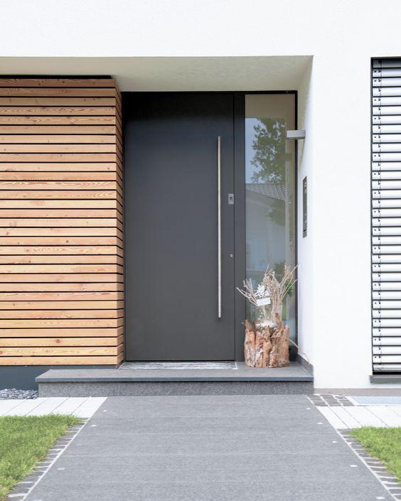 Das Zusammenspiel der rauhen Textur von Holz mit der glatten von Aluminium, gibt dieser architektonischen Komposition seinen besonderen Reiz.:
