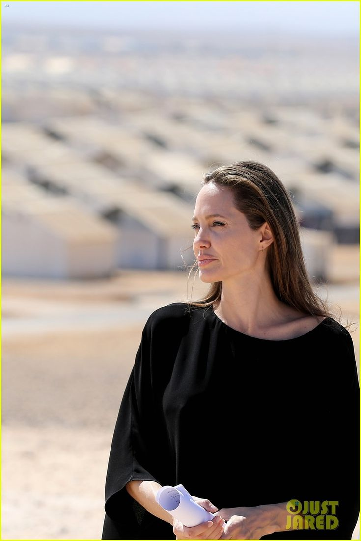 Angelina Jolie Meets Children at Syrian Refugees Camp | angelina jolie meets children at syrian refugee camp 11 - Photo