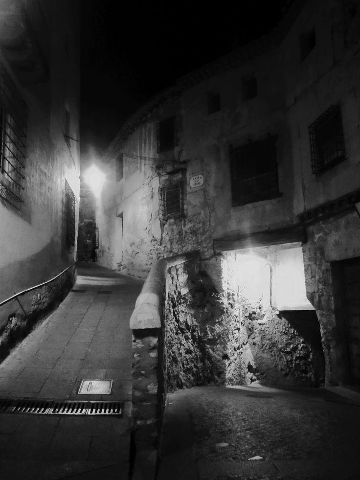 Rampa y puerta junto a las Casas Colgantes