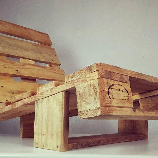 Neste mês de ferias, voçê merece um descanso extra 😉Espreguiçadeira EURO da Madeira Usada ✌ @maiscorporfavornognt  @eccoarquitetura @blogdaarquitetura  #paletes #caixotes #sustentabilidade #reciclagem #ecologia #marcenaria #design #interiores #decoração #estilo #wood #diy #casa