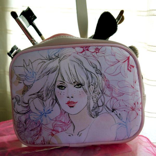 borsetta make up  personalizzabile su http://www.fotoregalioriginali.it/borsetta-per-il-trucco.aspx
